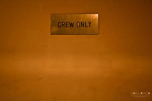 """""""Acceso solo al crew"""". Este es una de las puertas del deck 1."""