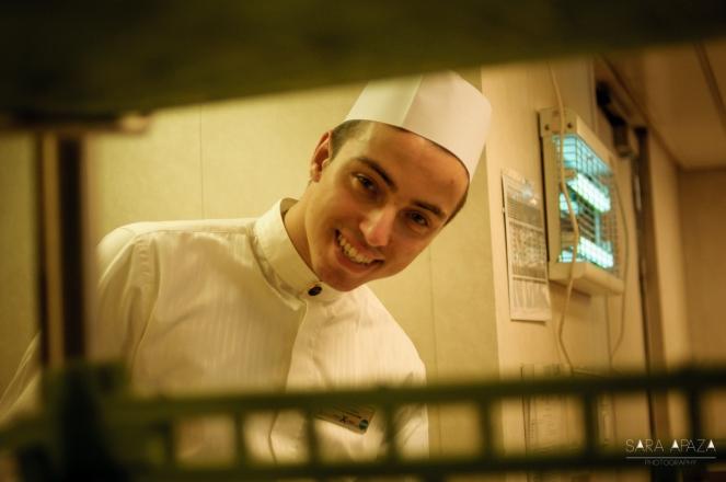 Mirnes (Bosnia) una de las sonrisas más lindas de este comedor (cosa rara en el barco: gente feliz).
