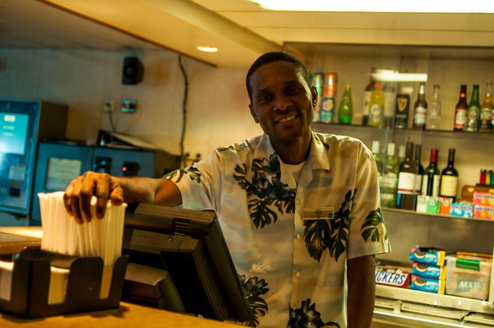 Uriel (Jamaica), bartender y amigo de casi toda la tripulación.