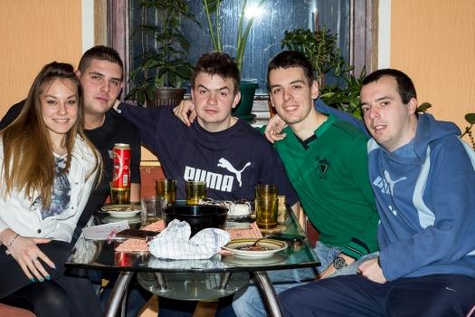 Marko junto a sus amigos en Pozarevac.